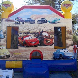 /home/aaronsam/public_html/site/assets/files/1021/cars_combo_jumping_castle_front.jpg/